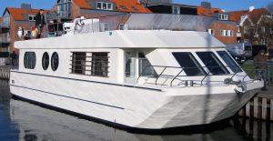 sejlende husbåd sælges